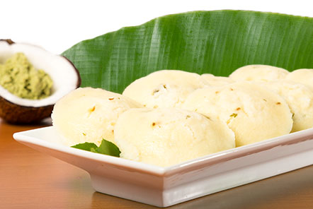 Idli with coconut Chutney